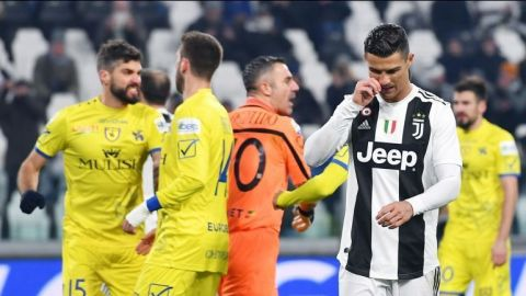 Ronaldo falla un penal, pero Juventus derrota al Chievo Verona