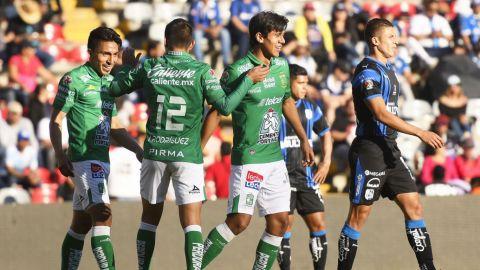 León golea a Gallos en Querétaro