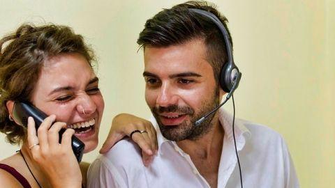 El 57% de trabajadores empezaron su romance en la oficina