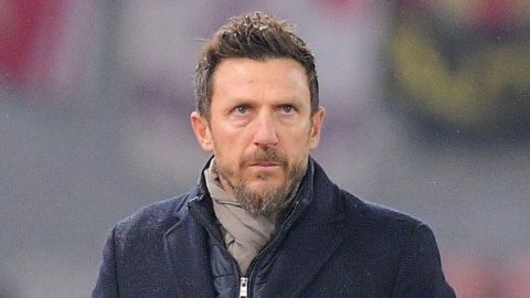 Roma despide a De Francesco tras eliminación en Champions