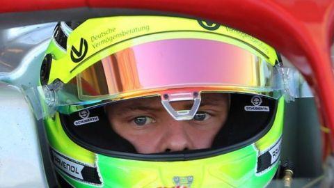El hijo de Michael Schumacher pilotará un Ferrari de F1 en ensayos en Baréin