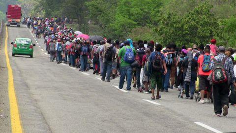 """20 mil personas en """"caravana madre"""" hacia México"""