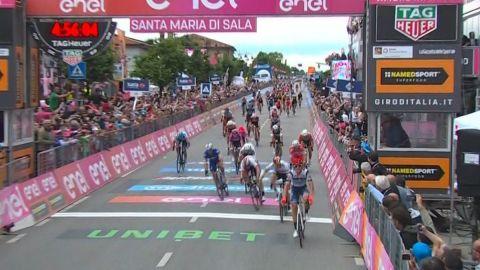 Cima gana 18 etapa del Giro; Carapaz sigue de líder