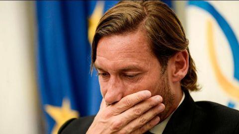 Totti deja a la Roma y critica a los dueños del club