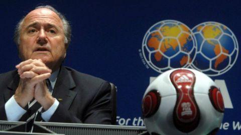 Blatter dice que arresto de Platini refuerza su versión