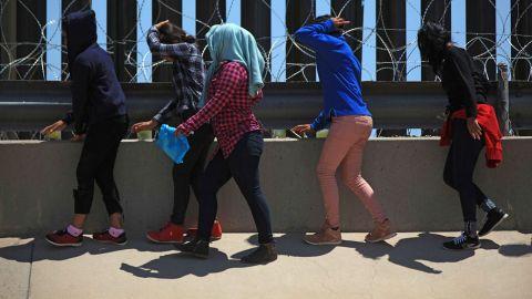 Rescatan a 19 migrantes de un hotel