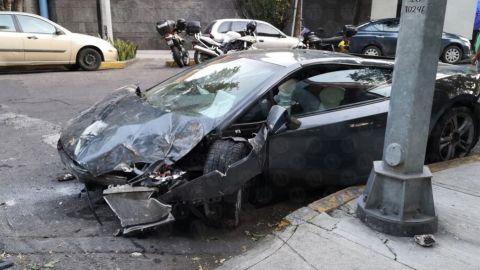 Tras choque, abandonan Lamborghini en la CDMX