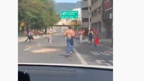VIDEO: Tras goleada, hinchas se agarran a machetazos