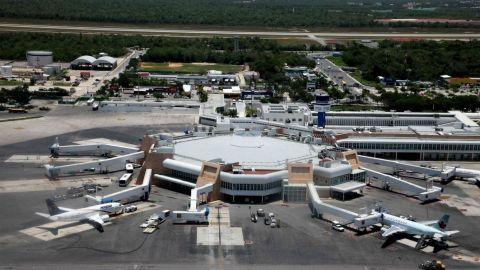 SAT asegura 6 paquetes de cocaína en aeropuerto de Cancún