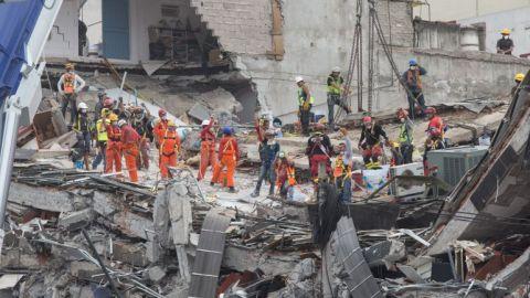 AMLO izará bandera del Zócalo a media asta por sismos del 19-S