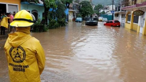 Tormenta tropical Narda se acerca a la costa de estado mexicano de Sinaloa