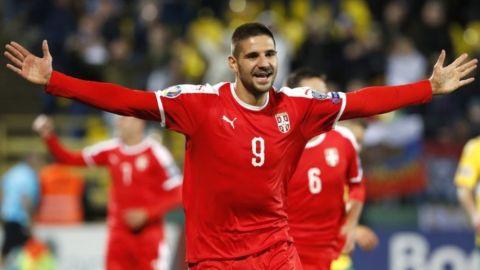 UEFA sanciona a Serbia por incidentes racistas de hinchas
