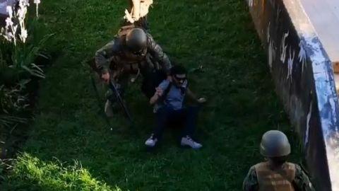 VIDEOS: Militares matan a civiles  Chile vuelve a la ''era Pinochet'' con Piñera