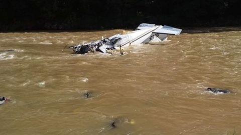 Encuentran cuerpo del piloto de avioneta que cayó en Michoacán