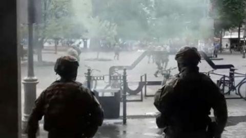 VIDEO: Militares disparan en la Plaza Independencia de Chile contra de civiles
