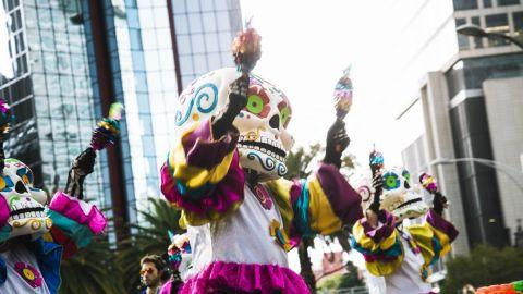 El Mega desfile de Día de Muertos entre calaveras y carros alegóricos