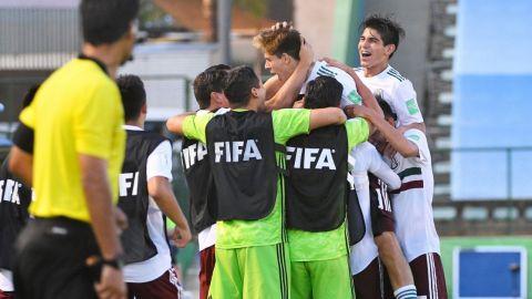 México frena a Japón y se instala en los cuartos de final del Mundial