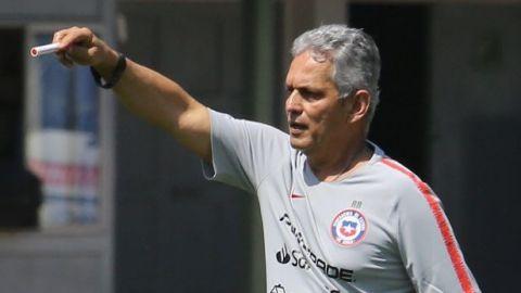 Reinaldo Rueda pone en duda su permanencia en Chile