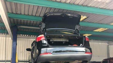 Se encontró a dos Chinos en la cajuela de su carro