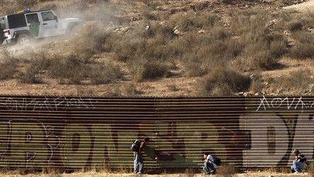 Incrementa número de mexicanos cruzando frontera por sector de El Centro
