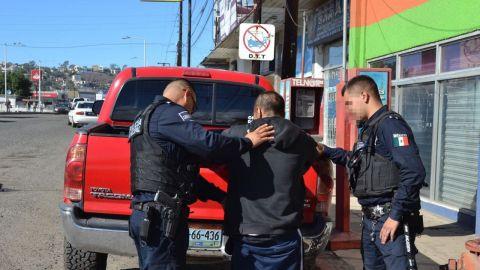 Capturan agentes municipales a hombre que andaba prófugo por narcomenudeo