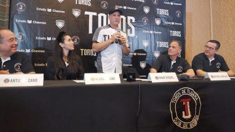 VIDEO CADENA DEPORTES: Toros presenta a Omar Vizquel en San Diego