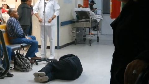 VIDEO: IMSS no atiende a ciudadano que se retorcía de dolor