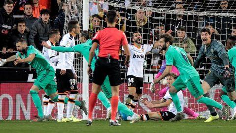 En un final vibrante, el Madrid rescata un punto ante el Valencia