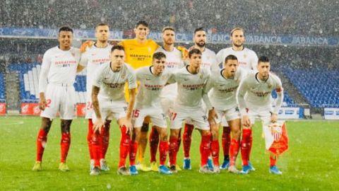 Chicharito y Sevilla avanzan en la Copa del Rey