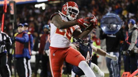 Mahomes lanza para 2 touchdowns; Chiefs arrollan a Bears