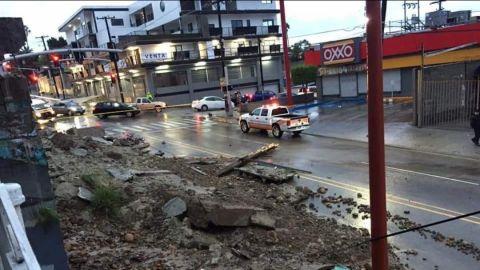 Cerrada calle Segunda de Tijuana por derrumbe
