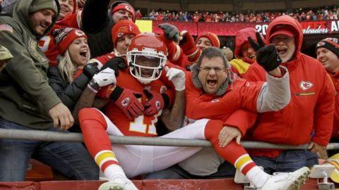 Chiefs vencen a Chargers y son 2dos de la Americana