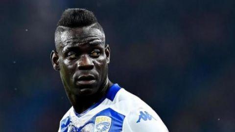 Balotelli critica a hinchas de Lazio por racismo