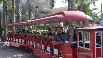 FOTOS: Arrastra el tren a mujer en el parque Morelos