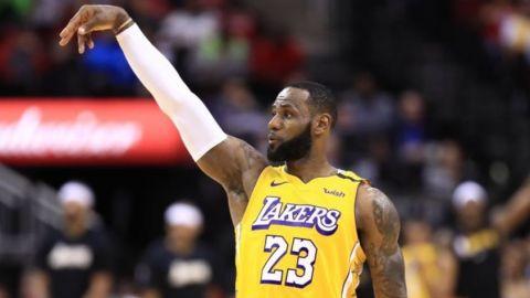 Lakers ganan 124-115 a Rockets tras 3er periodo espectacular