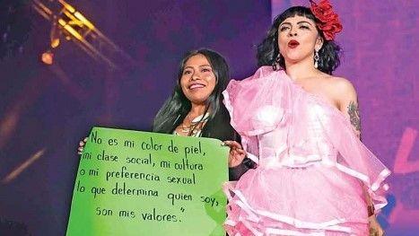 Mon Laferte con Yalitza en concierto con mensaje inclusivo