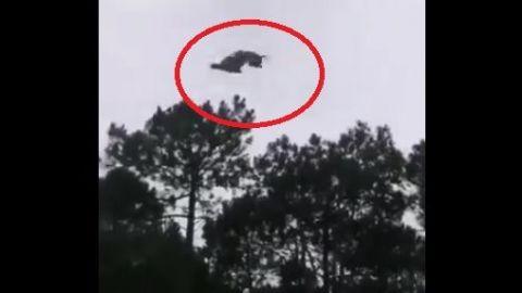 VIDEO: Arrojan un cerdeo desde helicóptero, cae en alberca