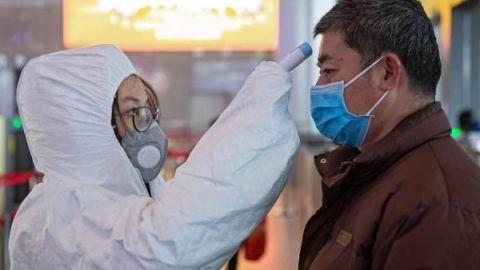 Primer muerto por el coronavirus en Pekín, donde hay ya 80 infectados