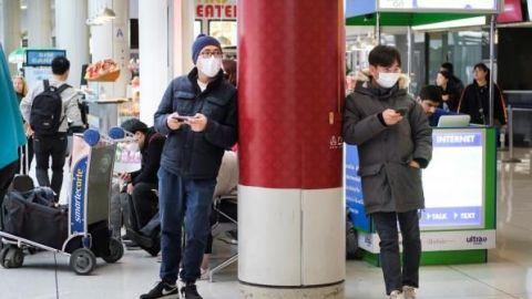 Unos 600 europeos esperan en China ser repatriados por el coronavirus
