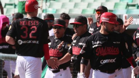 México domina de manera convincente a Panamá