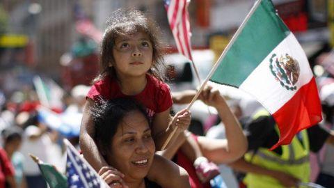 Mexicanos en EU también podrán comprar su ''cachito'' para la rifa del avión
