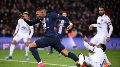 PSG vence a Lyon pese a fragilidad defensiva