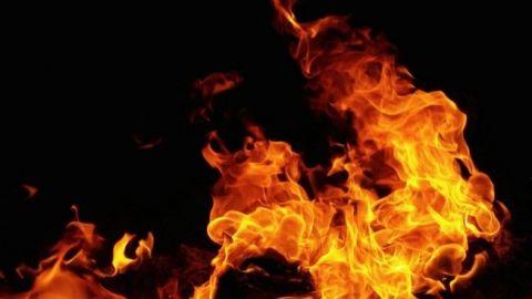 En llamas residencia de Hank Rhon