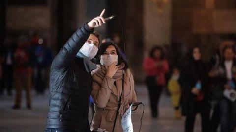 El coronavirus, violencia de genero y medioambiente marcan San Valentín 2020