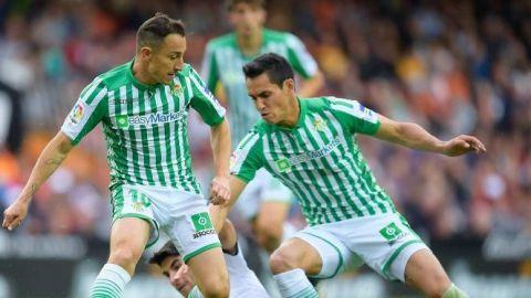Valencia opaca al Betis; Guardado, titular