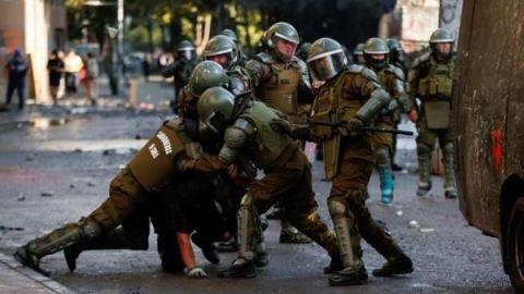 Muere manifestante en Chile tras supuesto disparo de lacrimógena en la cabeza