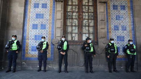 México inicia plan de distanciamiento con el reto de una economía desigual