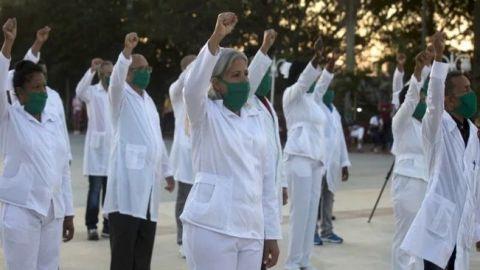 Cuba envía a México 10 médicos para combatir el COVID-19