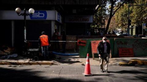 """Chile supera los 7.500 contagios y defiende su """"cuarentena estratégica"""""""