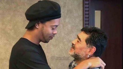 Maradona sale en defensa de Ronaldinho